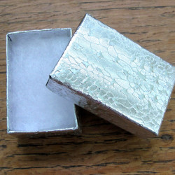 BOX001 - Card box, silver colour with wadding. Pack of 10.