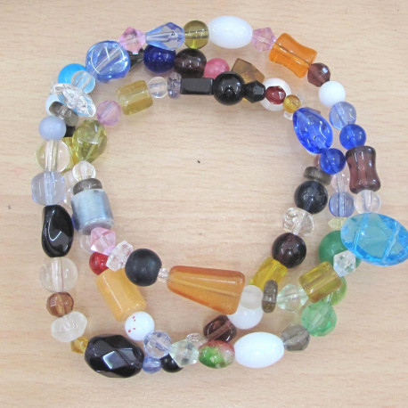 GB1754 - String of mixed glass beads.