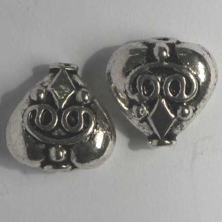 F4142 - Large, Decorative, Heart Shaped Bead.