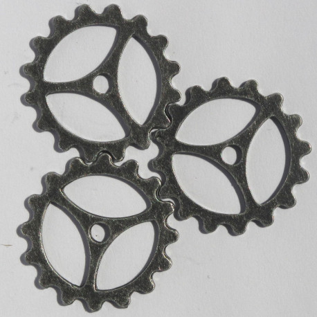 F8447 - Antique Silver Coloured 3 Spoke Cog Wheel, Pack of 8.
