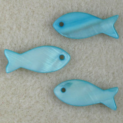 Turquoise, fish beads, pack of 3.