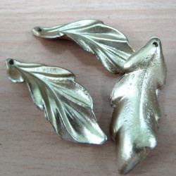 SALE27 - Gold colour leaves. Pack of 10