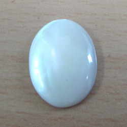 LA20 - Mother of Pearl cabochon. 18 x 13 mm