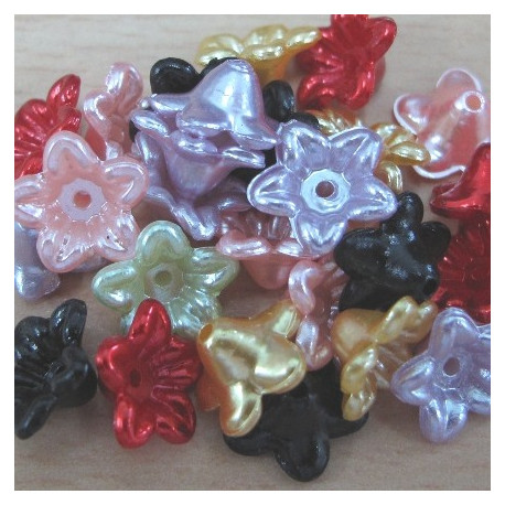 PB2620 - Mixed pearly flowers.Pack of 50