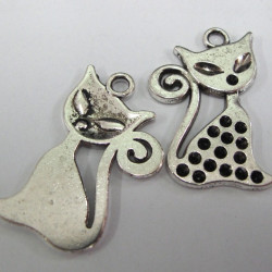 Cat charm. Pack of 4