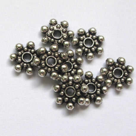 F4121 - Knobbly snowflake beads. Pack of 10