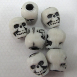 BP0037 - Pack of 100 skull beads.