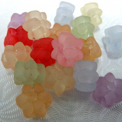 SALE176 - Pretty matt plastic flowers. Pack of 20