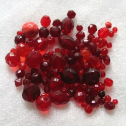 Czech fire polished red glass mix. Pack of 40g.