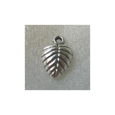 F8482 - Leaf charm, Approx 15mm x 10mm.  Pack of 10