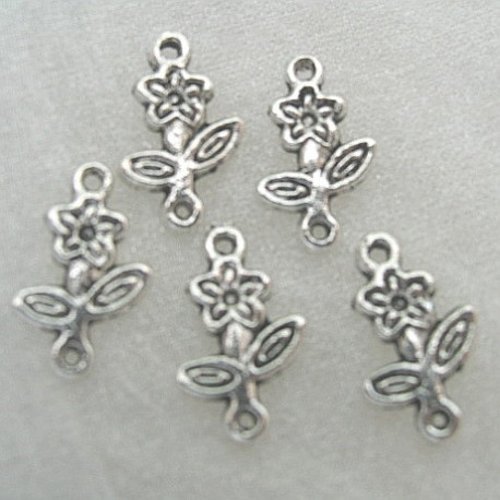 F8484 - Daisy charm, Approx 15mm x 10mm.  Pack of 10