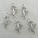 Daisy charm, approx 15mm x 10mm. Pack of 10