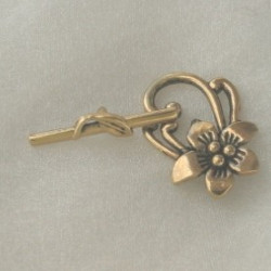 Fancy floral toggle clasp, gold coloured.