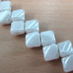 Silky beads in pearly chalk white