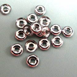 O beads in silver colour, pack of 5g