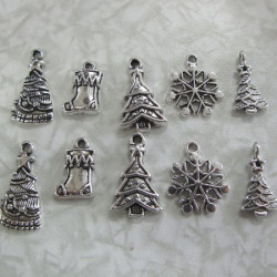 Pack of 5 pairs of mixed Christmas charms