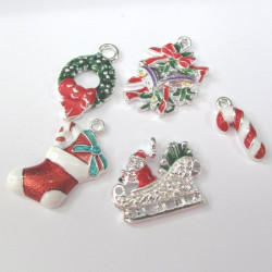 Pack of 5 assorted Christmas charms