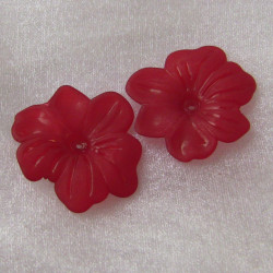 LC0910 - Lucite flat flower 5 petal, red.  Pack of approx 10.