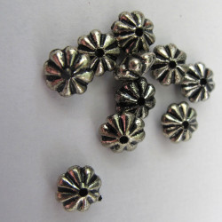 Flat flower bead. Pack of 100