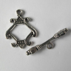 Fancy toggle, antique silver colour.