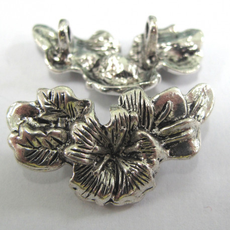 F8425 - Antique silver colour floral centre piece.