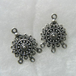 Antique silver colour 3 hole dangler. Sold per pair. 25 x 18mm