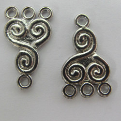Useful 3 to 1 loop link, footprint design, silver colour, approx. 22 mm by 13 mm.