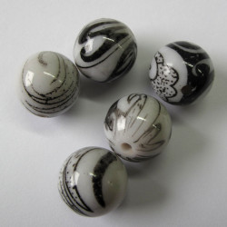 White acrylic bead with black/grey pattern. Pack of 10