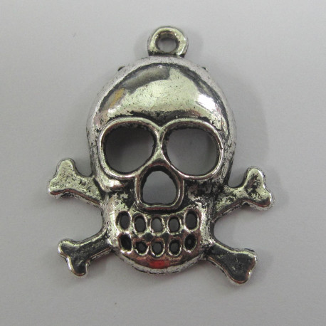 F9009 - Large Skull and Crossbones Charm.