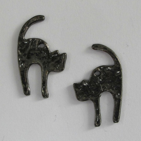 F8624 - Black cat charm. Pack of 2.