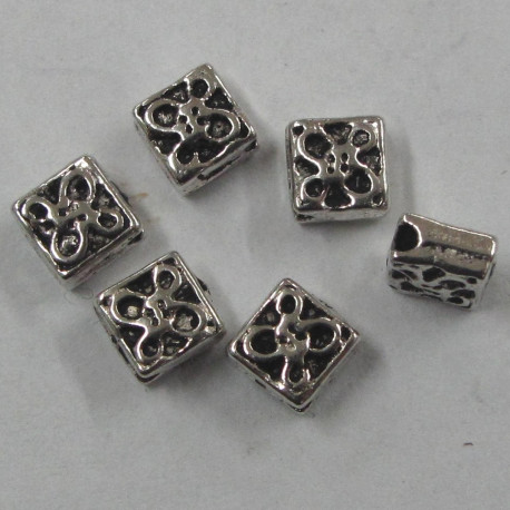 F4086 - Diamond Shaped Silver Coloured Spacer Bead.
